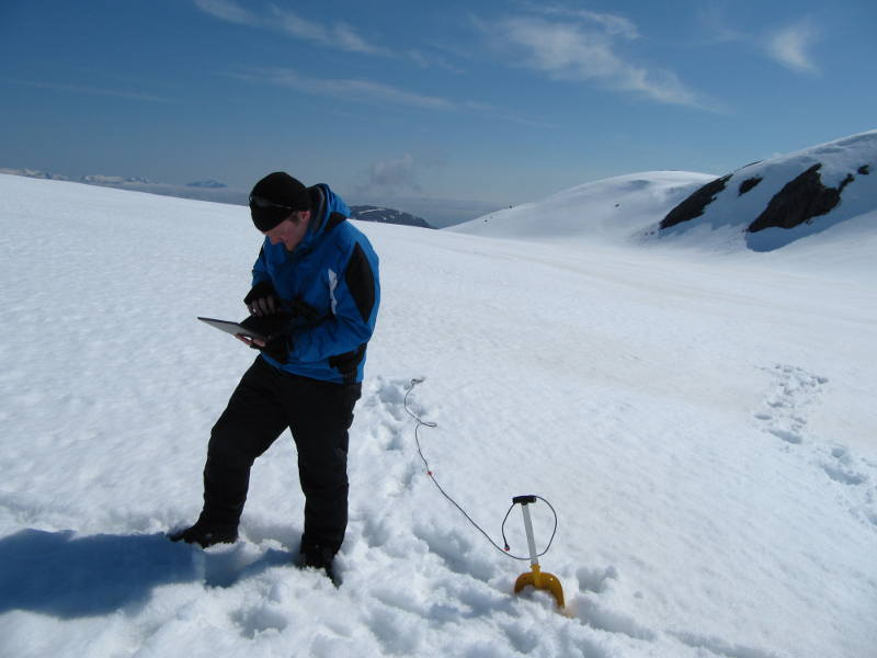 Phil setting up a new dipole antenna to try communications with the subglacial probes