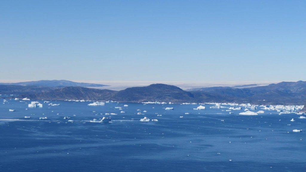 The sea near the glacier - with a variety of icebergs (Photo Formula E)